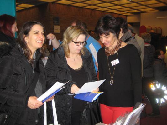 Yvonne Möller im Gespräch mit Messebesuchern der Freiwilligenmesse München